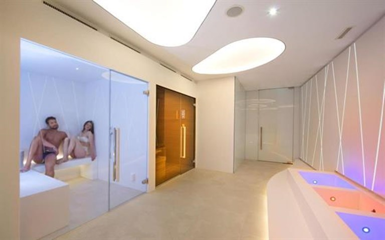 THE VIEW Spa 1.jpg