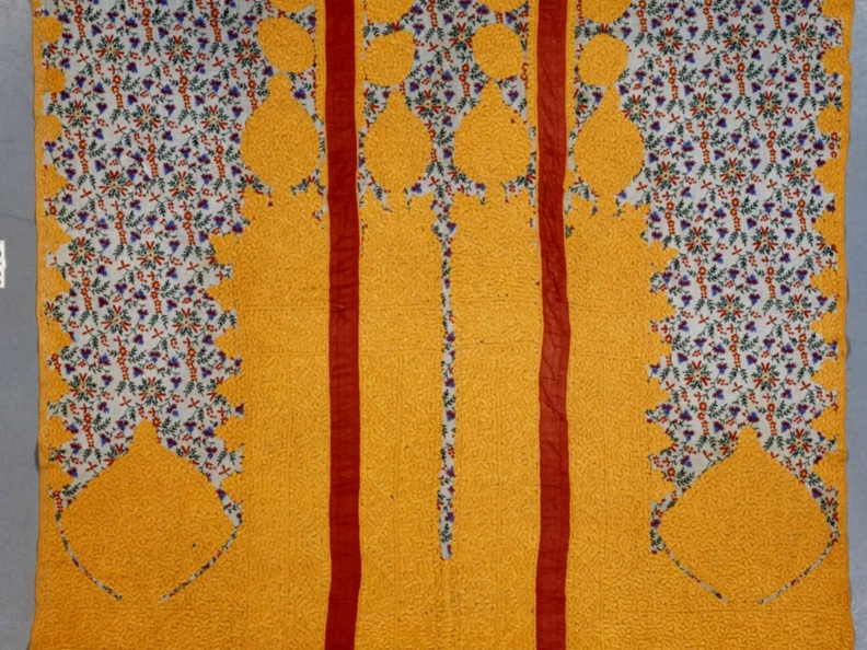 Flowers on the roadside. Maghreb's textiles from the Korolnik collection